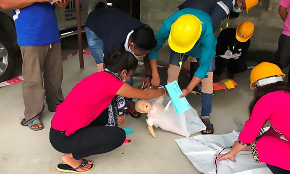 Participants of the light search and rescue training involving in death body management during the practical session