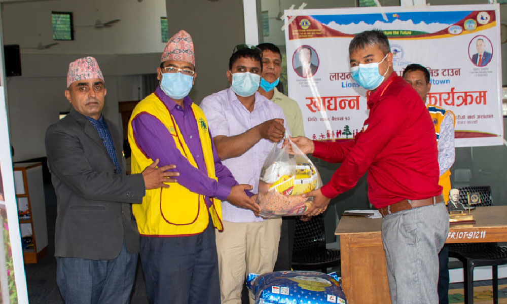 Lions Pokhara Midtown handing over food items to GPH